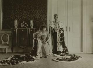 Kroning av kong Haakon VII og dronning Maud, 1906 (Foto: Peder Aune. Det kongelige hoffs fotoarkiv)