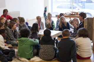 Fra formidling i Vindusgalleriet, Nasjonalmuseet, 2011. 5. klasse ved Ila skole, Oslo. Foto: Nasjonalmuseet