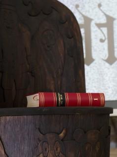Asbjørnsen og Moe: Samlede Eventyr på Kittelsens kubbestol (kopi). Foto: Nasjonalmuseet