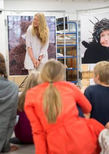 Formidling med elever fra Tåsen skole. Foto: Nasjonalmuseet/Frode Larsen